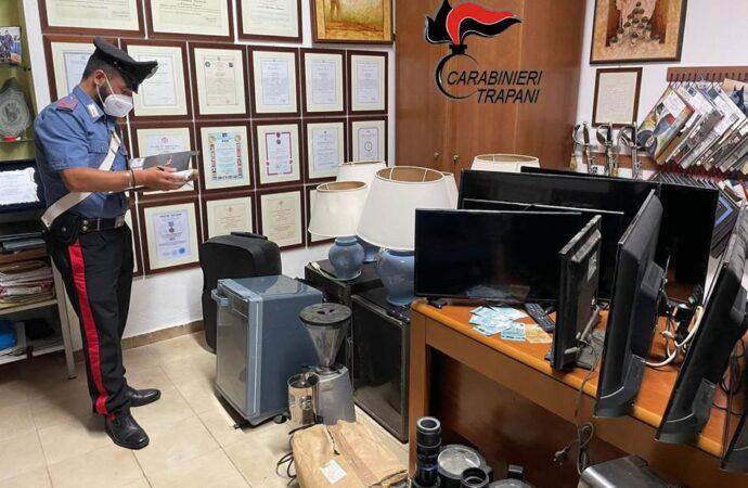 Pantelleria, coppia scoperta con soldi falsi e oggetti rubati