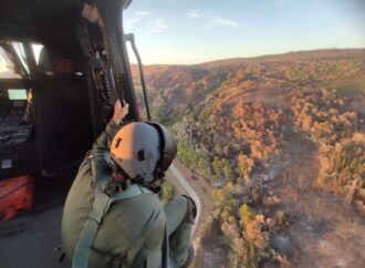 Incendi, doppio intervento per l'82° Centro Csar dell'Aeronautica Militare per spegnere un incendio in zona Carini e presso il Bosco di Scorace