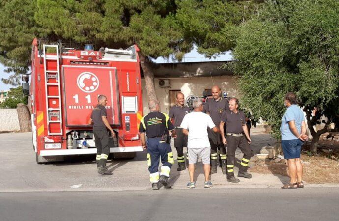 Marsala, intervento della Protezione Civile a supporto dei Vigili del Fuoco impegnati in un'azione di spegnimento di un incendio