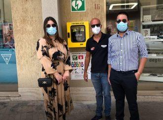 Giovane coppia dona un defibrillatore alla Città di Trapani, il ringraziamento del Sindaco
