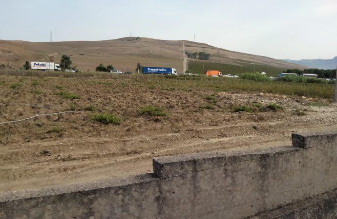 Viabilità. Grosso incendio nei pressi della svincolo di Gallitello, fila chilometrica sulla A29