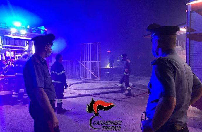 Incendio baraccopoli, i 300 lavoratori ospitati preso una palestra di Castelvetrano