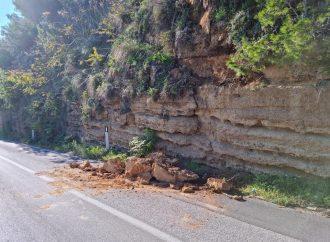 Cedimento sulla strada che porta alla stazione ferroviaria di Castellammare del Golfo